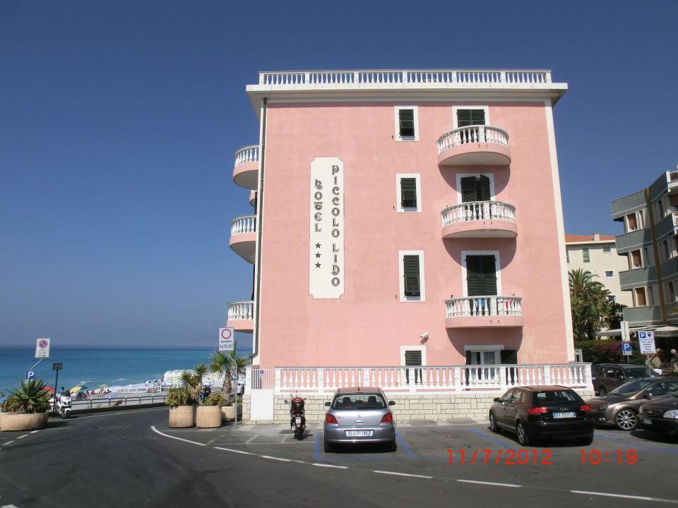 Vorne mit Parkplätzen Hotel Piccolo Lido
