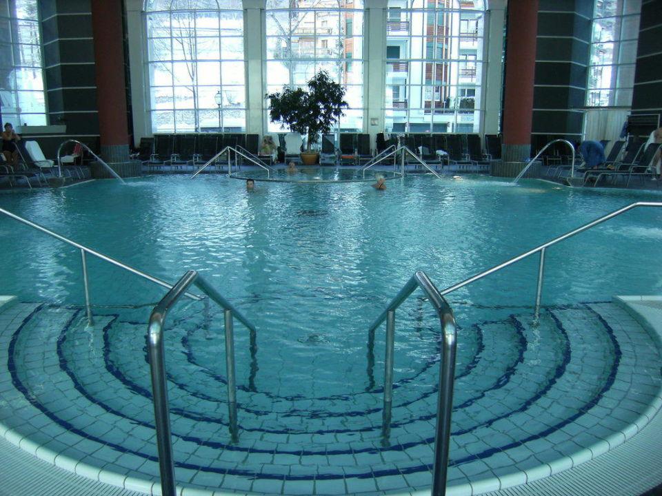Innenpool Thermalhotels & Walliser Alpentherme