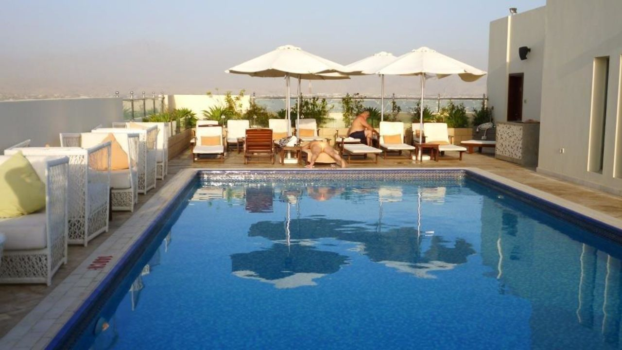 pool auf der dachterrasse doubletree by hilton ras al khaimah ras al khaimah holidaycheck. Black Bedroom Furniture Sets. Home Design Ideas