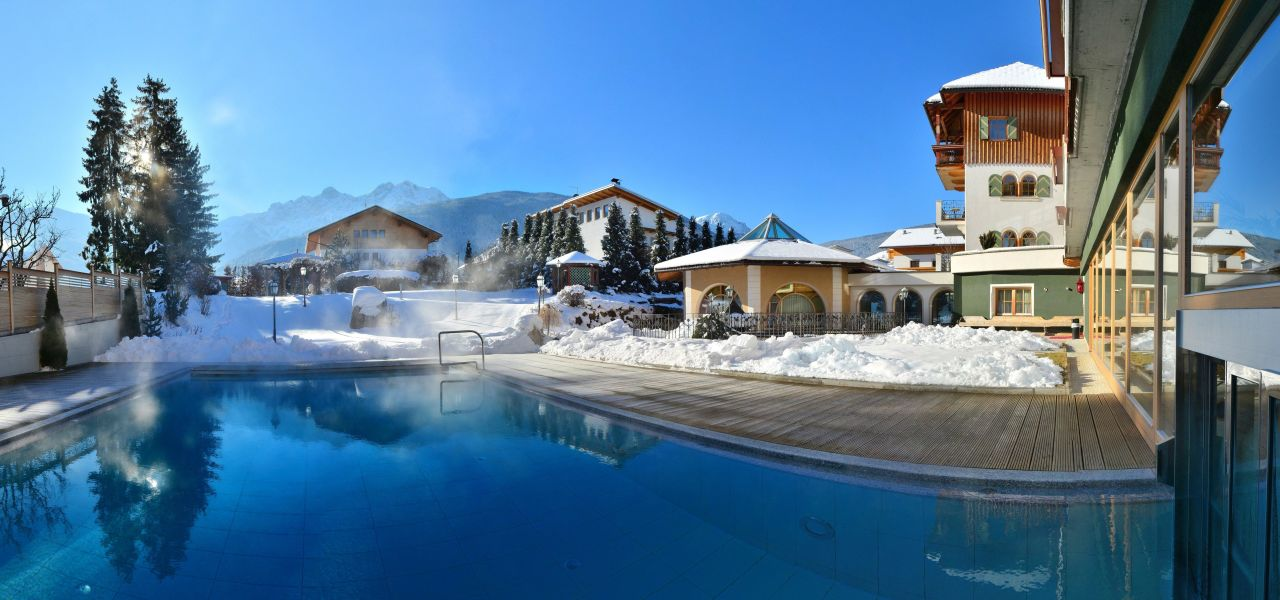 aussenpool im winter mirabell dolomiten wellness. Black Bedroom Furniture Sets. Home Design Ideas