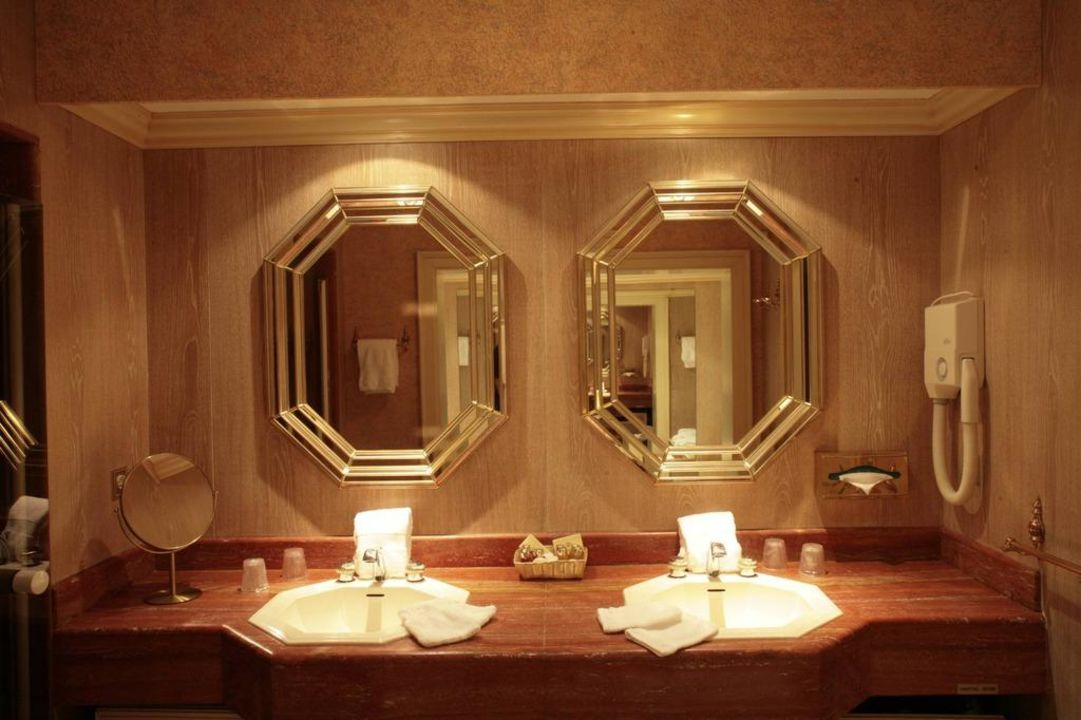 """Salle de bain de la suite """"Les Aubépines"""" Hostellerie La Cheneaudière - Relais & Châteaux"""