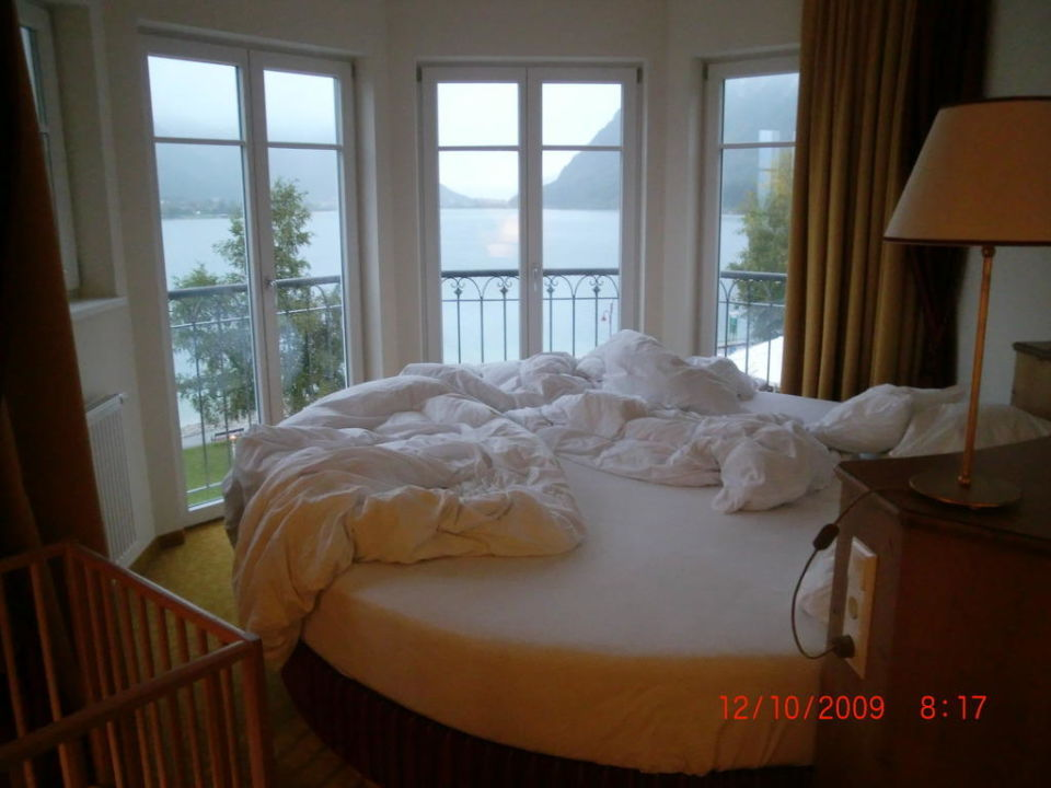 rundes bett mit traumhafen ausblick entners am see in. Black Bedroom Furniture Sets. Home Design Ideas