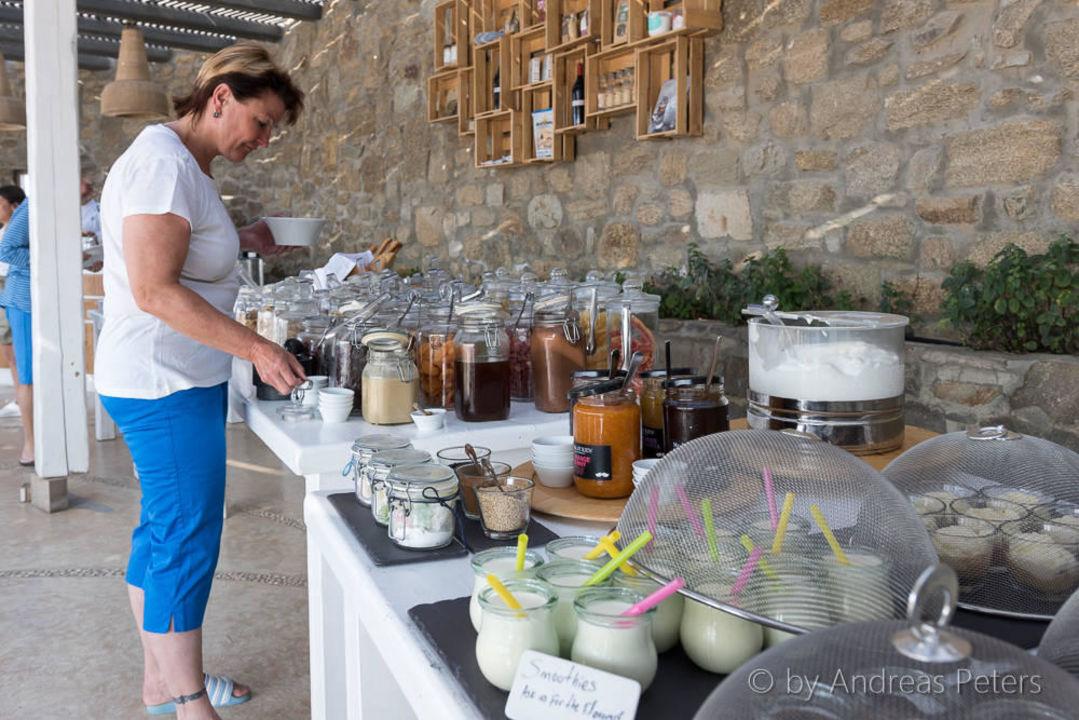 Sehr grosse Auswahl beim Frühstücksbuffet Rocabella Mykonos Art Hotel & Spa
