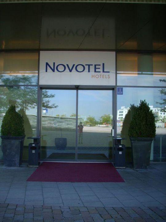 Der Eingang Hotel Novotel München Messe