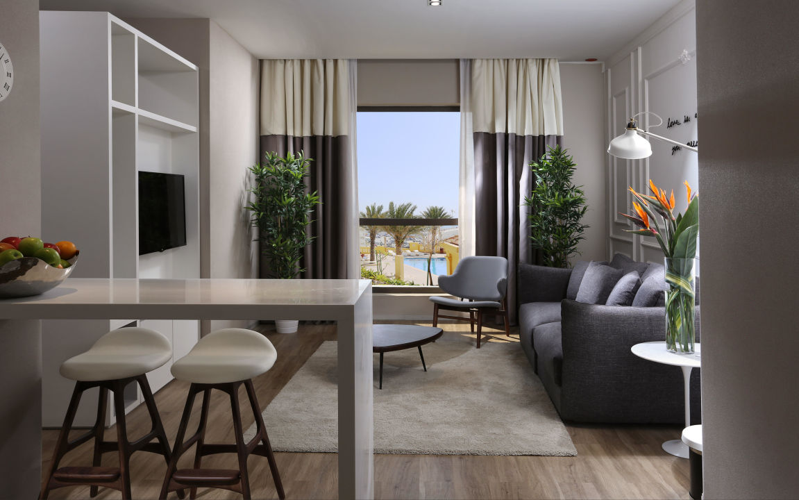 Living room Club Select room Hawthorn Suites by Wyndham Dubai, JBR