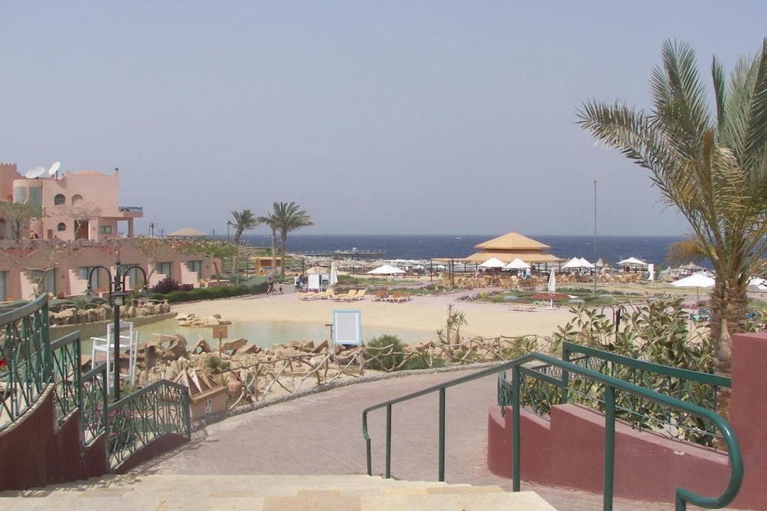 Blick zum Strand Club Calimera Akassia Swiss Resort
