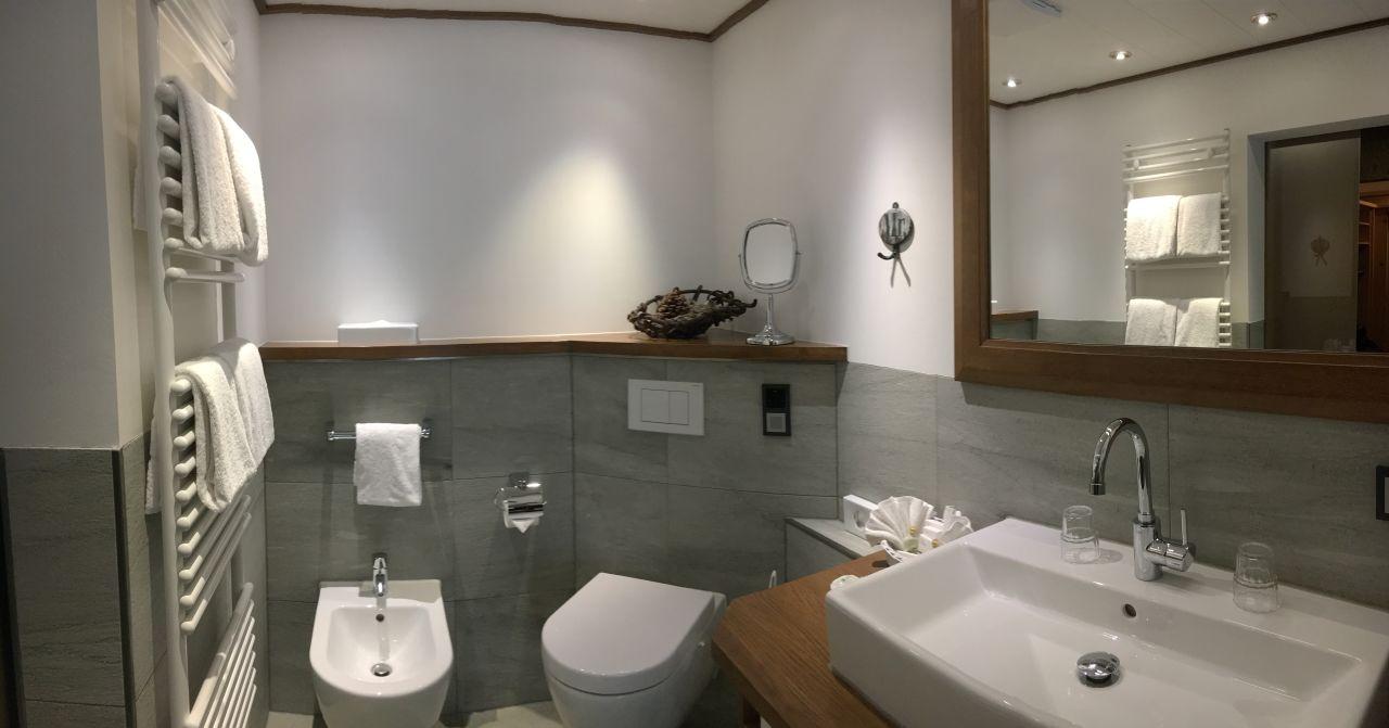 Badezimmer hotel k nig ludwig schwangau holidaycheck - Ludwig badezimmer ...