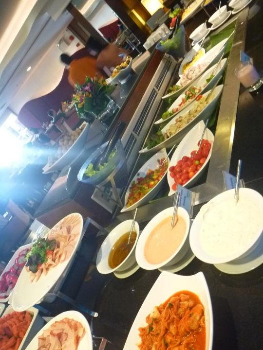 Große Auswahl beim Frühstück Pullman Phuket Panwa Beach Resort