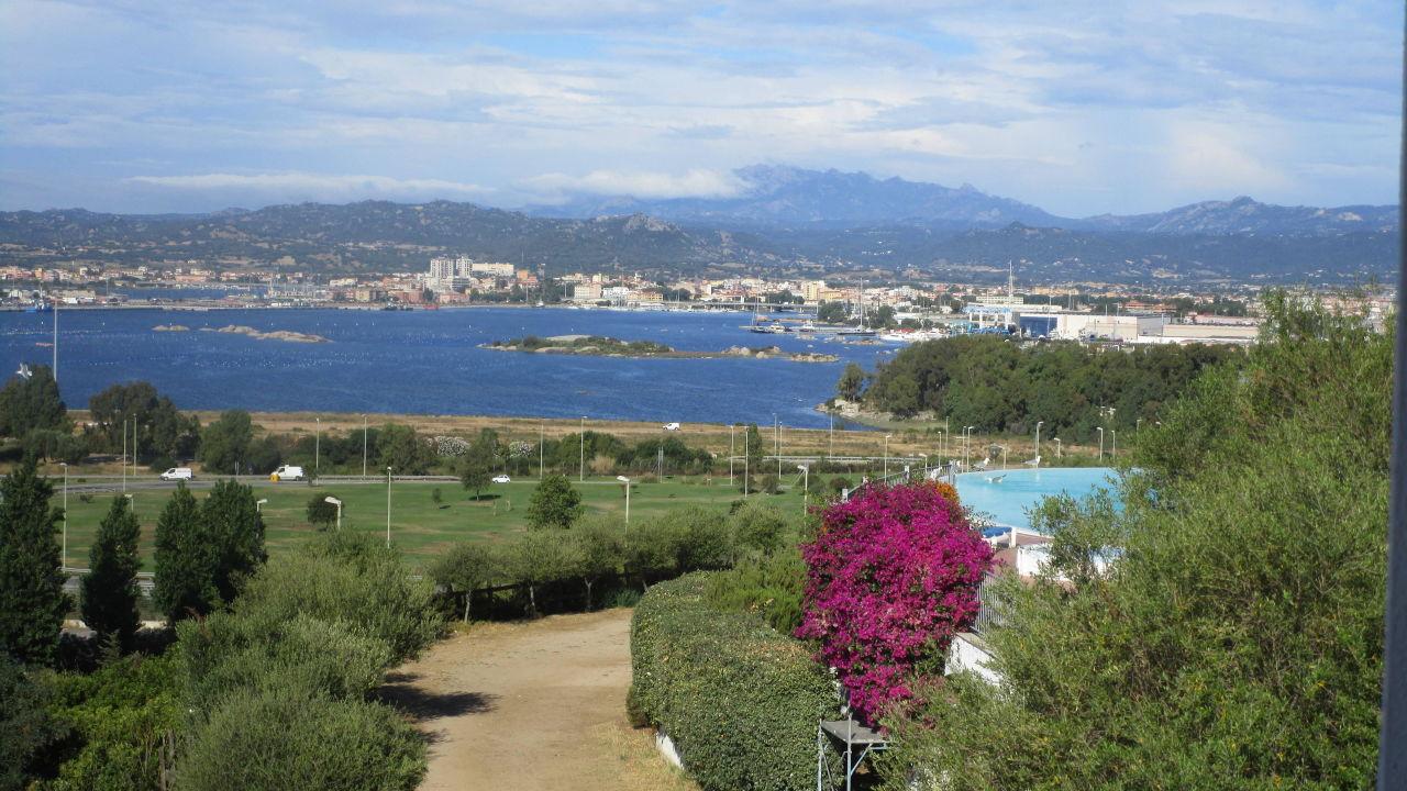 Blick nach Olbia und den Hafen Alessandro Hotel