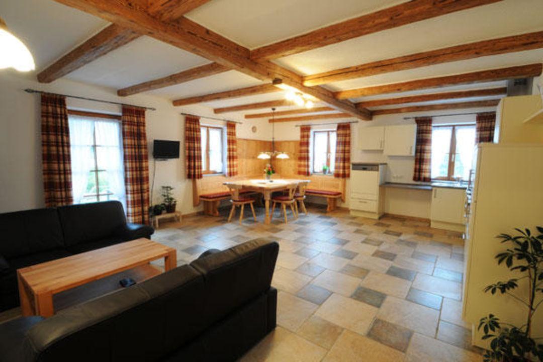 bild wohnk che mit essecke sitzgruppe und terrasse zu st ttnerhof in bernau am chiemsee. Black Bedroom Furniture Sets. Home Design Ideas