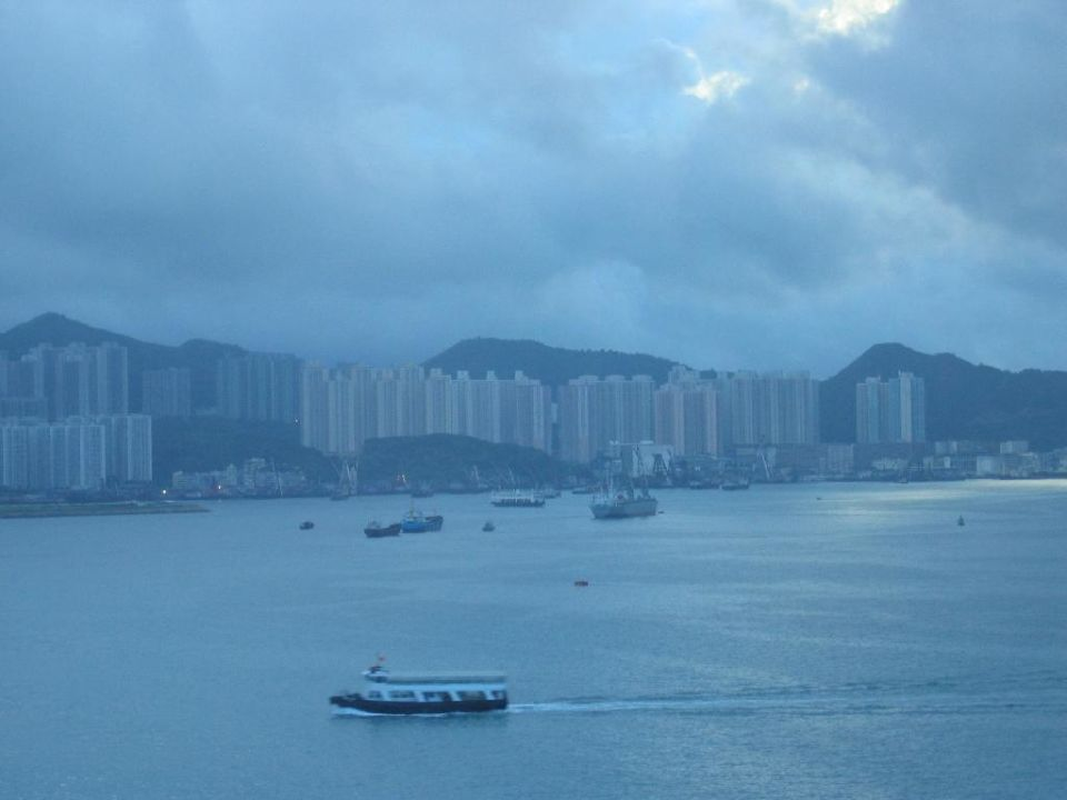 Blick aus dem Zimmer bei Morgendämmerung Hotel Harbour Grand Kowloon
