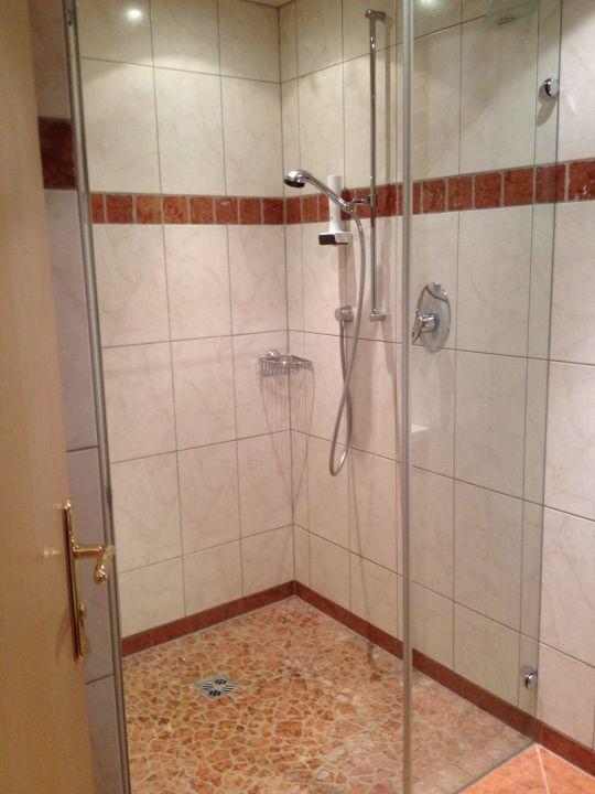 """bild """"modernes bad mit großer dusche"""" zu hotel obermair in fieberbrunn, Hause ideen"""