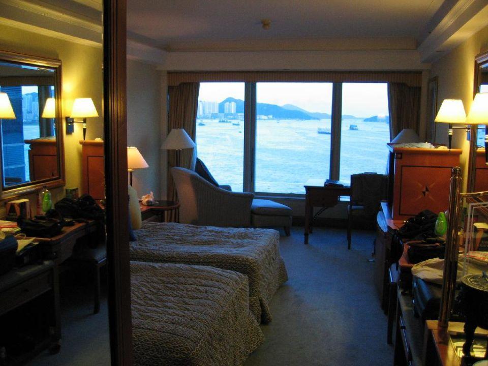Hotelzimmer mit Blick in den Hafen Hotel Harbour Grand Kowloon