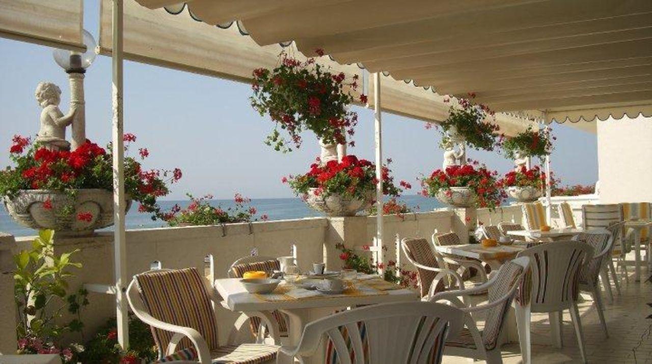 """""""Terrazza colazioni"""" Boutique Hotel Villa Sorriso (Jesolo ..."""