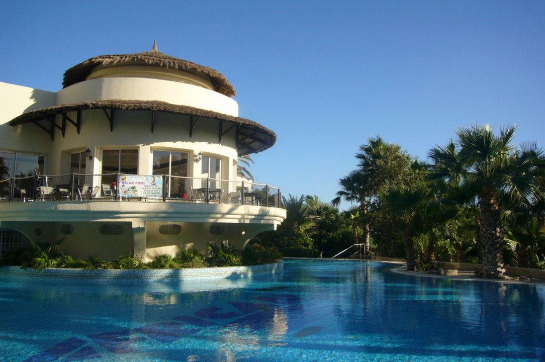 Relaxpool mit Spezialitätenrestaurant TUI MAGIC LIFE Africana