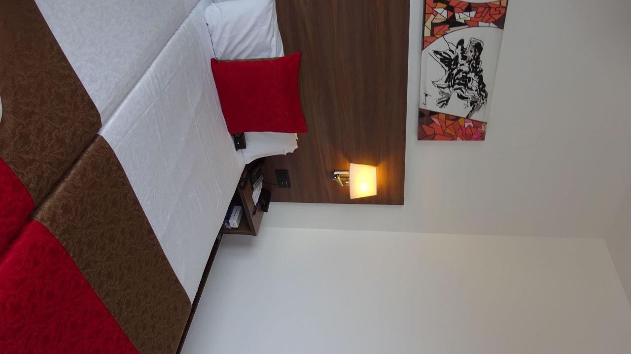 Modern eingerichtetes Zimmer Hotel 4 Barcelona