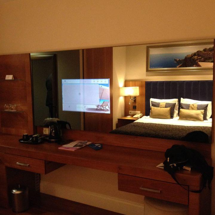 Bild hotel strand zu liberty hotels lara beach in lara for Tv im spiegel