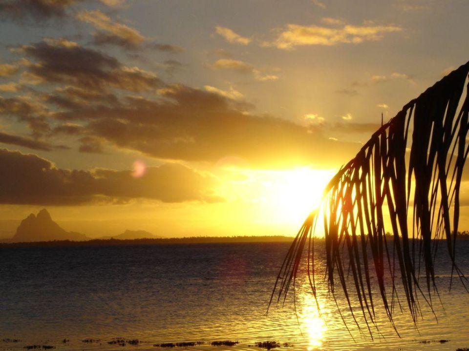 Sonnenuntergang über Bora Bora Hotel Vahine Island Resort