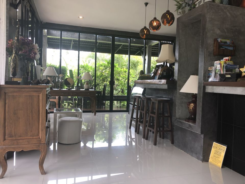Lobby Arthaya Villas