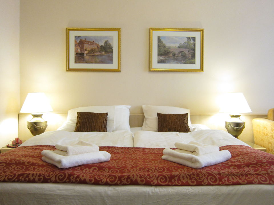 King size bed Hotel Mira