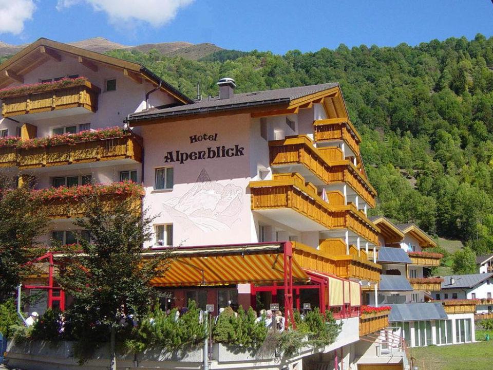 Ansicht Sommer Alpenblick Wellnesshotel