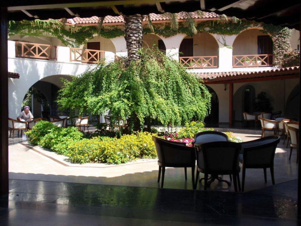 Die schön gestaltete Lobby Paloma Oceana Resort