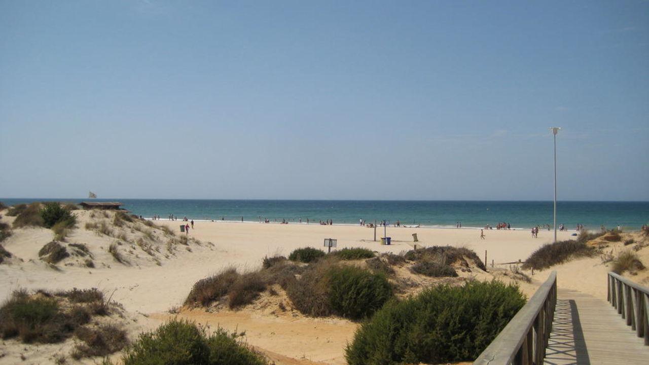 Der Weg zum Hotel-Strand Hipotels Barrosa Garden