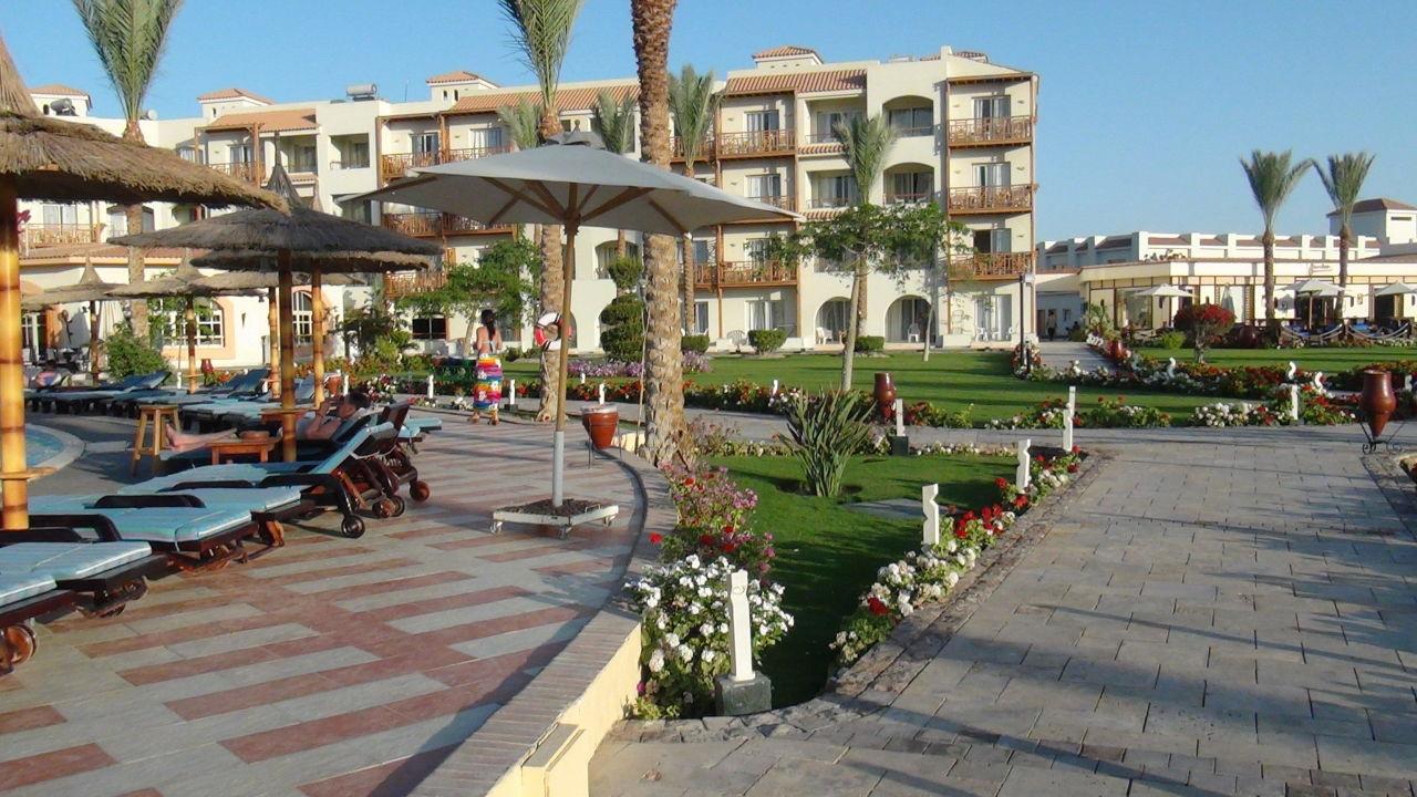 Blick auf einem Zimmerblock Dana Beach Resort