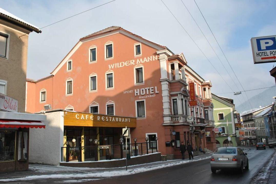 Ansicht Strassenseite Mit Terrasse Hotel Wilder Mann Steinach