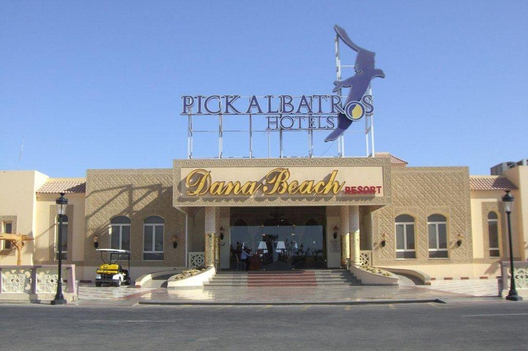 Hoteleingang Dana Beach Resort