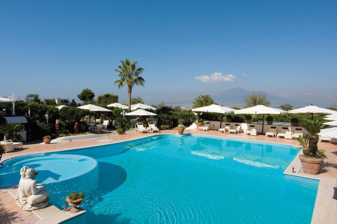 Relax in Piscina Grand Hotel La Medusa