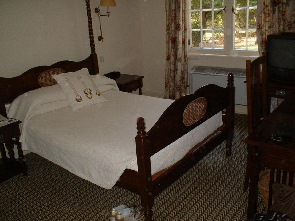 Modesta camera The Victoria Falls Hotel