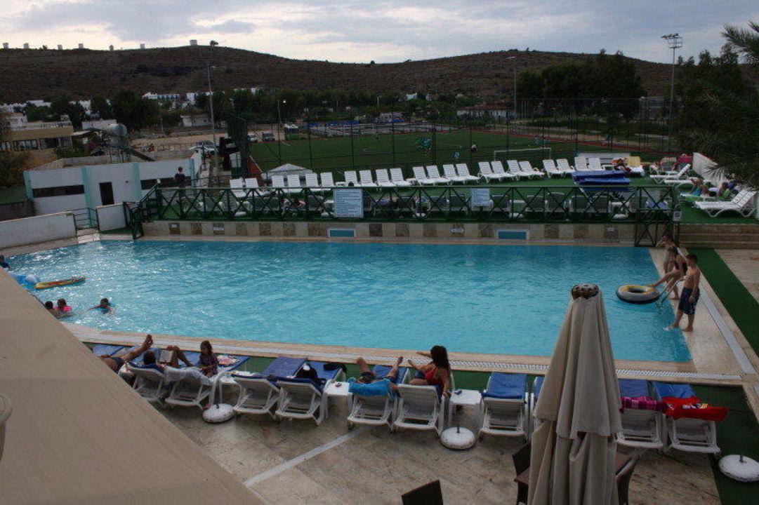 Poolanlage  Hotel Eken Resort