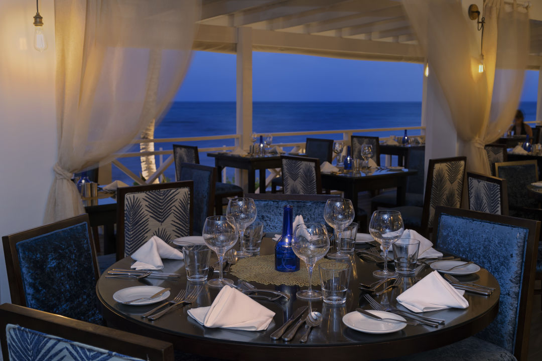 Gastro Sea Breeze Beach House - All Inclusive