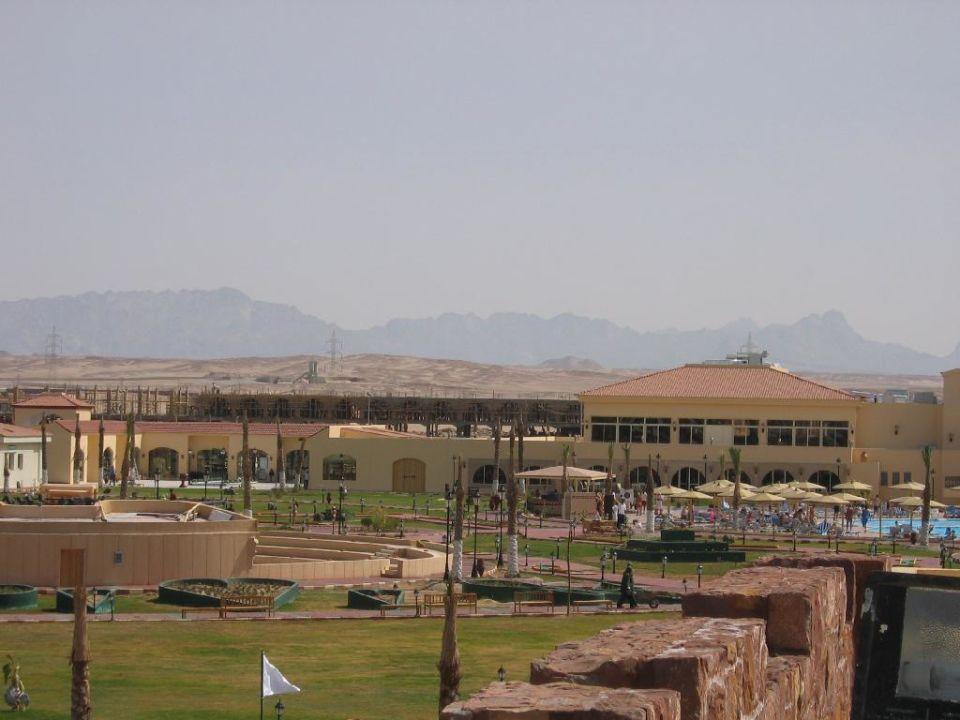außerhalb der Hotelanlage findet man nur Wüste Dana Beach Resort