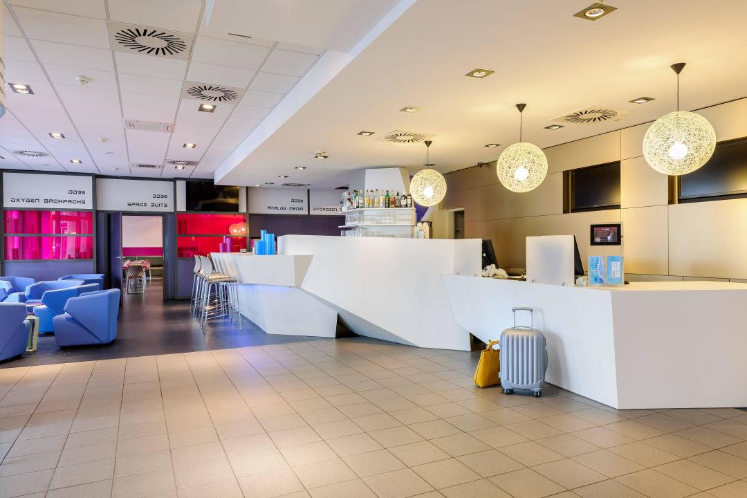 bild lobby zu hotel ibis styles bremen altstadt in bremen. Black Bedroom Furniture Sets. Home Design Ideas