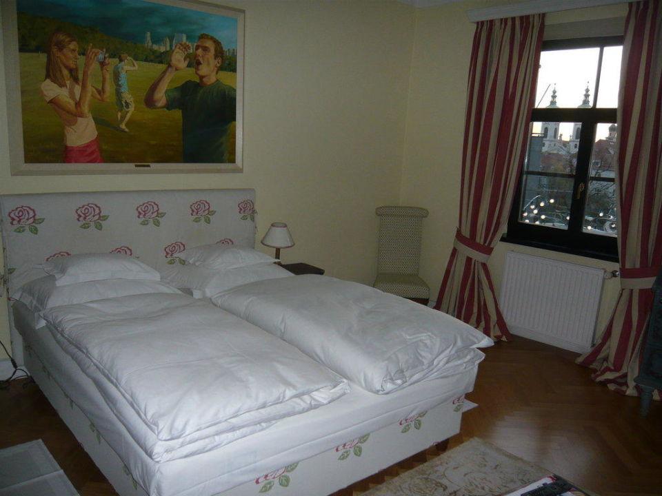 Das Zimmer mit Blick zur Straße Schlossberghotel - Das Kunsthotel