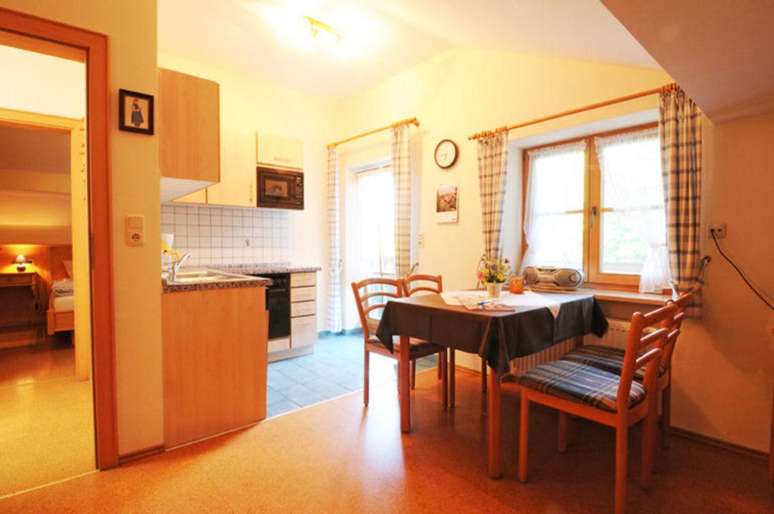 Der Wohnbereich in der Ferienwohnung Roswitha. Wimmerhof Ising