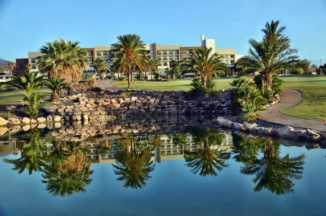 Loch 18 mit dem Hotel im Hintergrund Hotel Valle del Este Golf Spa