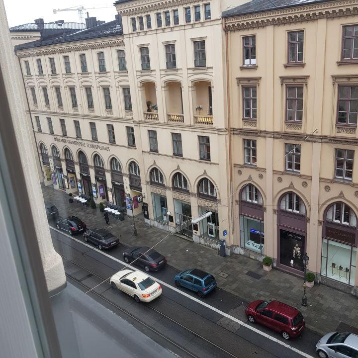 Ausblick Hotel Vier Jahreszeiten Kempinski München