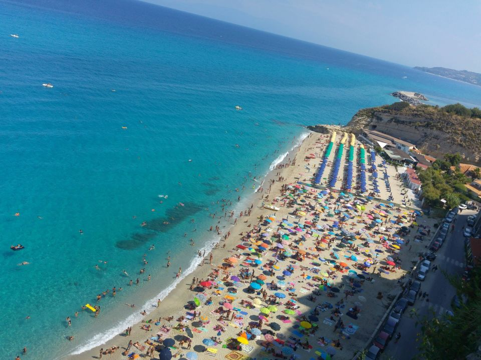 Strand von tropea august 2016 hotel santa lucia in for Design hotels kalabrien