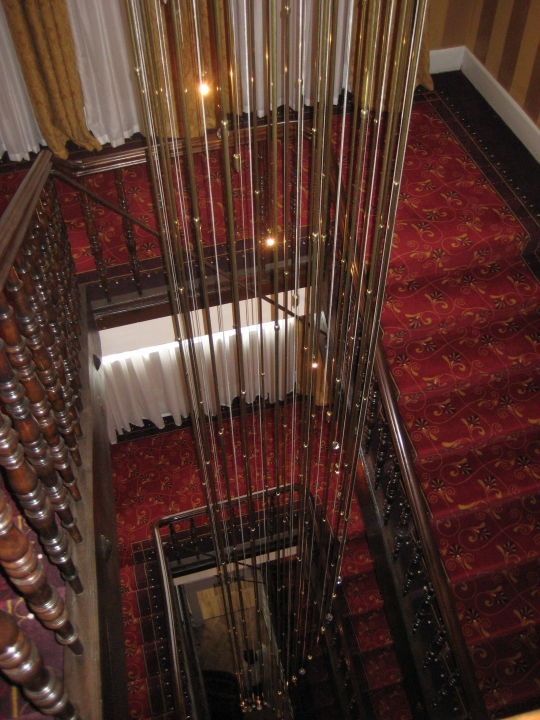 Bild treppenhaus mit sehenswerter beleuchtung zu for Bilder fa r treppenhaus
