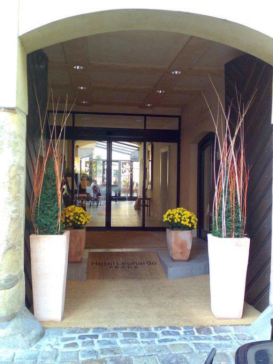 Eingang Hotel Leonardo Prague