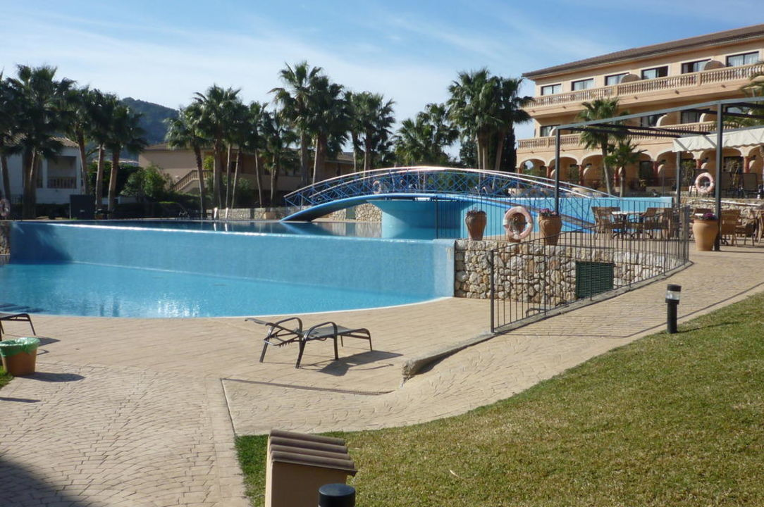 bild terrassen pool zu mon port hotel spa in port d. Black Bedroom Furniture Sets. Home Design Ideas