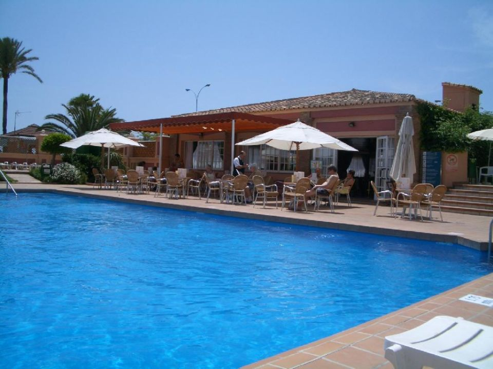 Die schöne Poolbar mit lecker lecker Eisbecher... Hotel Riu Belplaya  (Vorgänger-Hotel – existiert nicht mehr)