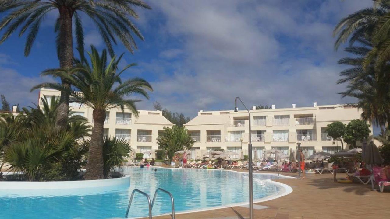 Sch ner gepflegter pool hotel riu oliva beach village for Riu oliva beach village