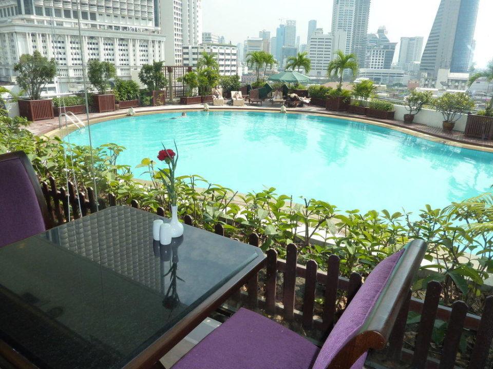 Blick vom Restaurant auf den Pool Hotel Centre Point Silom