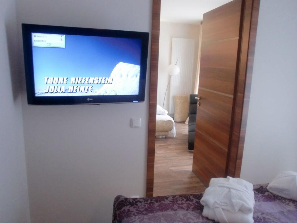 Schlafzimmer mit 2. Fernseher\
