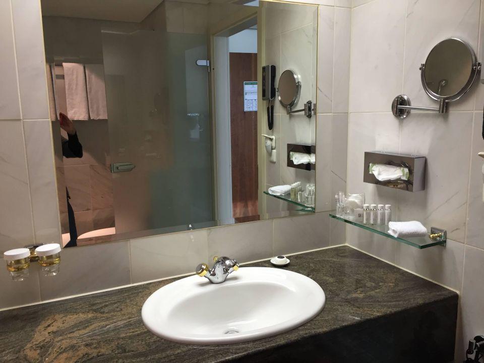 Badezimmer hotel palace berlin berlin mitte for Badezimmer berlin