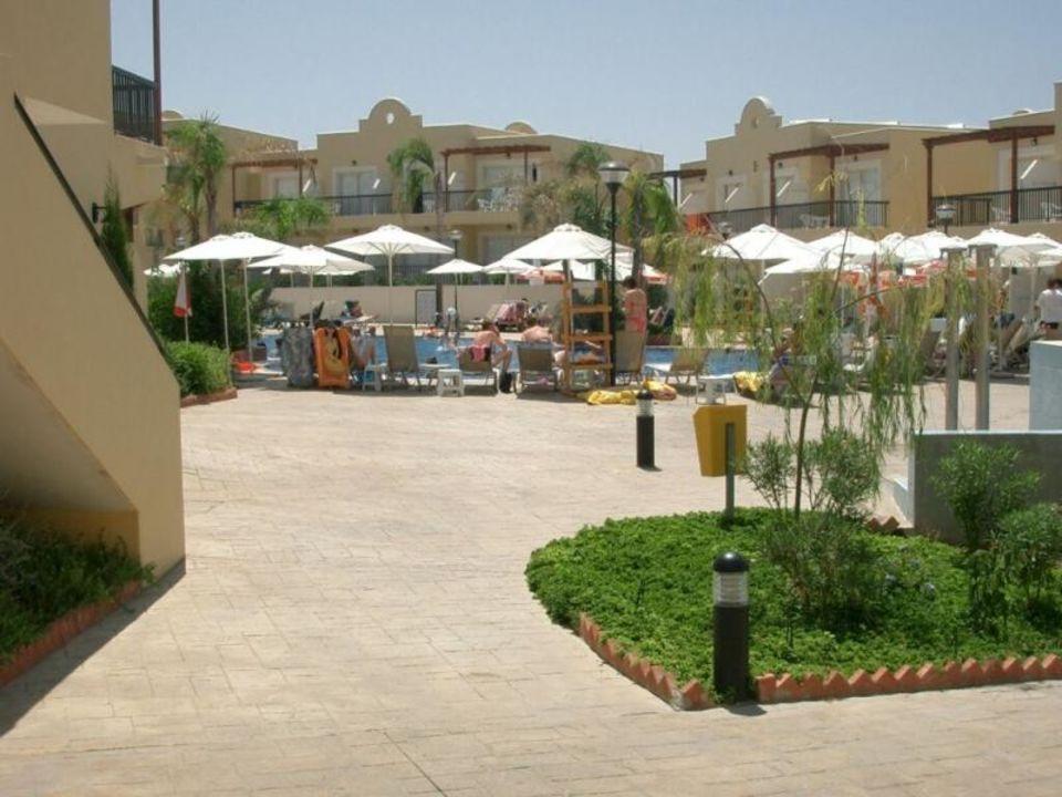 Pool in der Hotelanlage Pafian Park Zypern Hotel Pafian Park Holiday Village  (Vorgänger-Hotel – existiert nicht mehr)